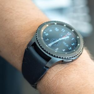 - Galaxy Watch, smartwatch Gear