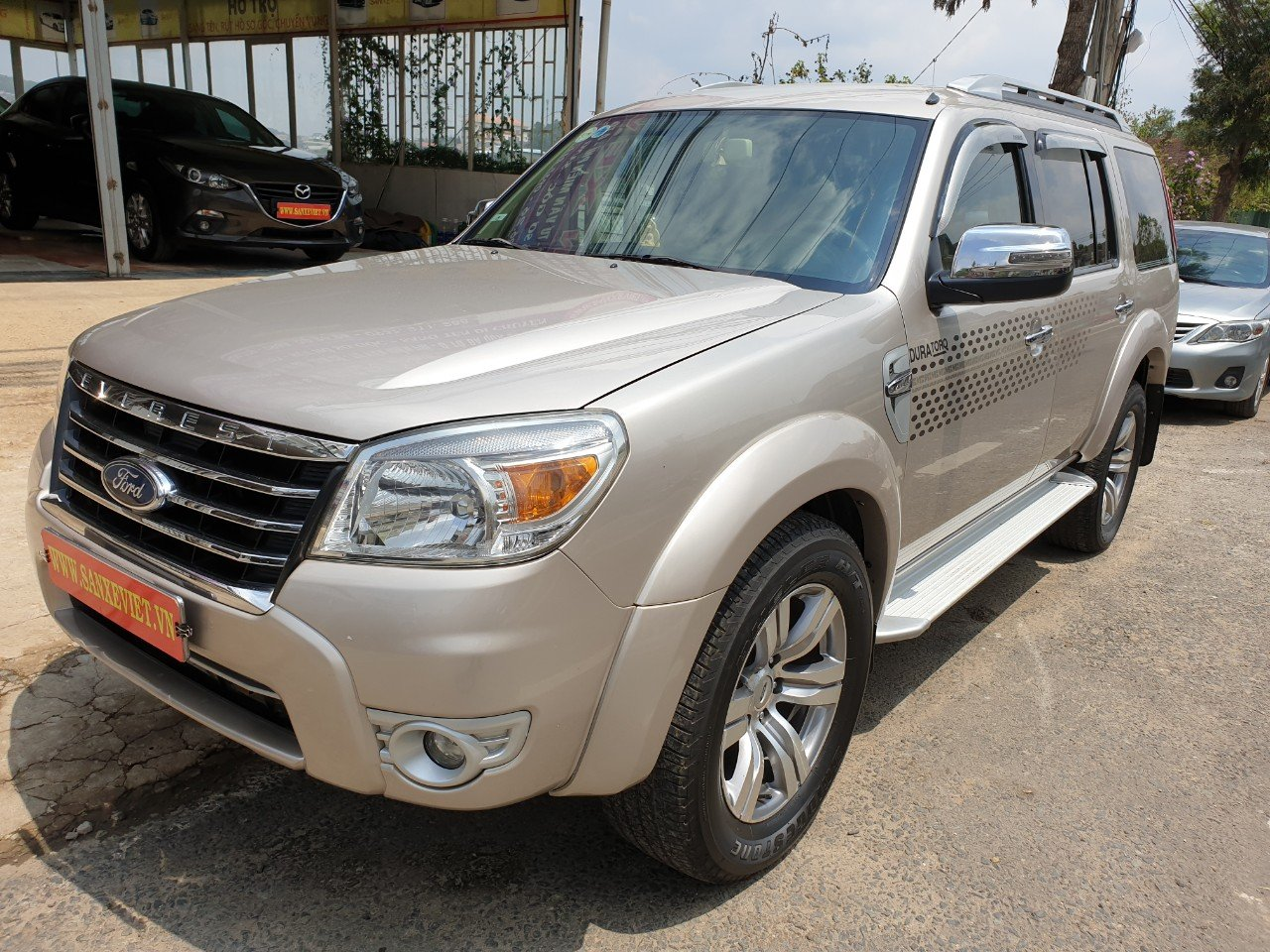 Ford Everest 2.5 MT 2011